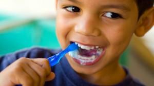 comment apprendre aux enfants bien se brosser les dents. Black Bedroom Furniture Sets. Home Design Ideas
